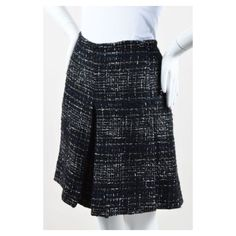 Pre-Owned Chanel Black White Metallic Tweed Knit Skort Sz 40 ($310) ❤ liked on Polyvore featuring skirts, black, black and white skirt, black white plaid skirt, tartan pleated skirt, plaid pleated skirts and checkered skirt