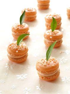 ❥ Citrus macarons - oranges! with orange curd cream cheese frosting.