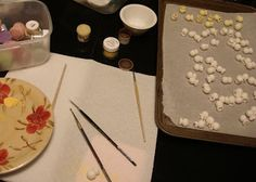 Surprisingly, making fondant popcorn is very easy! You just need a few basic fondant tools to make picture perfect popcorn that everyone wil...