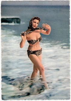 Vintage Italian pin-up post card