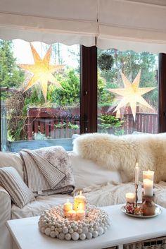 Właściwie od 6 grudnia nasz dom ubrany jest już w światełka. Jak dla mnie - czas przedświąteczny...