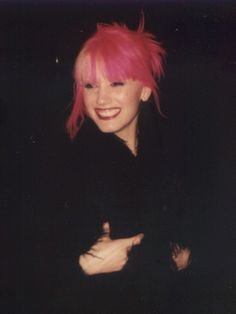 Gwen Stefani... Why can't I have pink hair??? I would have this hairdo in a heart beat.