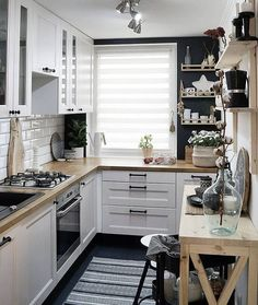 Home Interior Modern look tips and trick for arrangement the space for small kitchen.Home Interior Modern look tips and trick for arrangement the space for small kitchen. Home Interior, Kitchen Interior, Interior Design, Interior Modern, Luxury Interior, Interior Ideas, Home Decor Kitchen, New Kitchen, Kitchen Small