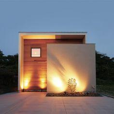 建築家と建てる家を身近に、手軽に R+house(アールプラスハウス)の建築実例です。南面に隣接する小山を望む、自然に抱かれた住環境。家の中に架かるブリッジが、緑の癒しと家族、そして家族...
