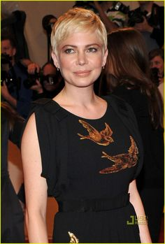 Michelle Williams - I love everything about this. The hair, the color, the makeup. Amazing.