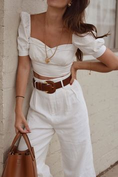 Beautiful summer outfit, white high waisted pleated pants with white top and brown belt Our new fashion obsession White Outfits, Classy Outfits, Trendy Outfits, Fashionable Outfits, Mode Outfits, Fashion Outfits, Womens Fashion, Fashion Trends, Fashion Guide