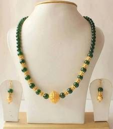 Gold Jewelry Buy Gorgeous Emerald Gold Tone Necklace Set Online - The jewel set includes A Necklace A pair of earrings The jewel is studded with simulated emerald The jewel is made up of high end alloy A brand new jewel and never worn Real Gold Jewelry, Gold Jewellery Design, Bead Jewellery, Simple Jewelry, Turquoise Jewelry, Beaded Jewelry, Fashion Jewellery, Handmade Jewellery, Jewellery Making