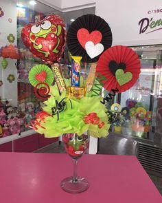 Birthday Bouquet, Diy Birthday, Birthday Presents, Valentines Baking, Valentine Gifts, Fun Crafts, Diy And Crafts, Balloon Surprise, 5 Balloons