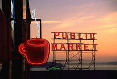 Layover in Seattle! I visited the Pike Place Market and the original Starbucks right down the street!