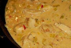 Fick till en såååå god thaigryta häromdan så jag måste bara ge er receptet innan jag glömmer bort hur jag gjorde :-) 4 port: 3 kycklingfiléer, skurna i tunna små skivor 1 röd paprika 1 gul lök 1 pu… Snack Recipes, Dinner Recipes, Cooking Recipes, Healthy Recipes, Asian Recipes, Ethnic Recipes, Recipe For Mom, I Love Food, Food Print