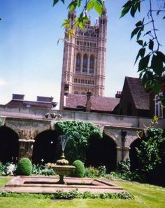 The oldest garden in London is Westminster Abbey Gardens and the Abbey College Garden was started as the infirmary garden more than 900 years ago and provided medicinal herbs for the monks. The gardens are open to the public at certain times, ring the Abbey for more information