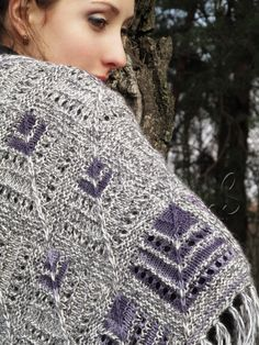 """""""Voilets in snow"""" (knitted shawl, wrap, knitting lace, wool shawl, modular squares, patchwork, stained-glass)"""