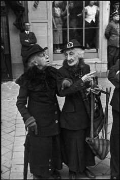 love it! Henri Cartier-Bresson - FRANCE. Versailles. King George VI's royal visit. 1938. °