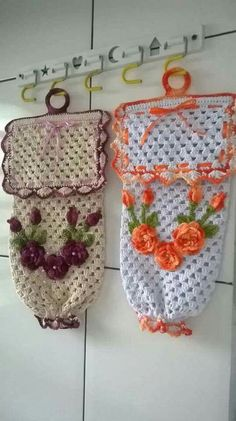 Pulls Different Crochet Bag Step by Step: Graphic - 30 Fo .- Puxa Saco de Crochê Diferente Passo a Passo: Gráfico – 30 Fotos Pulls Different Crochet Bag Step by Step: Graphic – 30 Photos - Crochet Towel, Crochet Doilies, Crochet Flowers, Crochet Baby, Knit Crochet, Crochet Blouse, Crochet Crafts, Crochet Projects, Plastic Bag Crochet