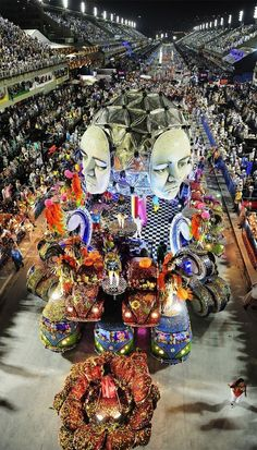 One of the most amazing festivals in the world, the Carnaval in Rio de Janeiro   TOP 10 World Legendary Festivals You Don't Want To Miss