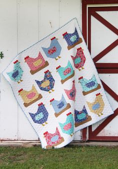 There was no way I couldn't make a Chicken quilt with my Backyard Blooms fabric…it was meant to be made into chickens! I made the small throw size of this pattern, which means I had t… Quilting Projects, Quilting Designs, Quilting Ideas, Crazy Quilt Blocks, Block Quilt, Chicken Barn, Cluck Cluck Sew, Chicken Quilt, History Of Quilting