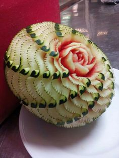 Veggie Art, Fruit And Vegetable Carving, Watermelon Carving, Cut Watermelon, Food Centerpieces, Fruit Sculptures, Amazing Food Art, Creative Food Art, Food Carving