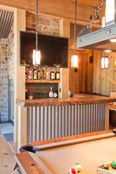 great for a man cave like the tin bar with wood top. also like the metal light fixture. Loft Interior, Interior Design, Hm Deco, Deco Retro, Corrugated Metal, Basement Remodeling, Basement Ideas, Basement Bars, Basement Kitchen