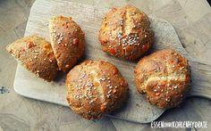 Low Carb Rezept für Low-Carb Chia-Eiweißbrötchen. Wenig Kohlenhydrate und einfach zum Nachkochen. Super für Diät/zum Abnehmen. (Ketogenic Recipes)