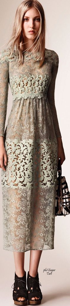 Burberry resort 2016. Beautiful long lace dress.