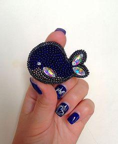 resize 564×689 пикс Beaded Crafts, Handmade Beaded Jewelry, Beaded Jewelry Patterns, Brooches Handmade, Beading Patterns, Jewelry Crafts, Bead Embroidery Tutorial, Bead Embroidery Jewelry, Beaded Embroidery