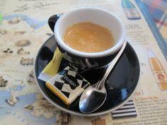 Un petit cafe.