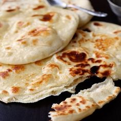 Naan ohne Germ – Indisches Fladenbrot This bread is very airy and is made without germ. Usually Naan is baked in the Tandoor oven – but it works in the pan as well. Most Popular Recipes, Favorite Recipes, Bread Recipes, Cooking Recipes, Vegetarian Recipes, Easy Recipes, Afghan Food Recipes, Recipes Dinner, Tandoor Oven