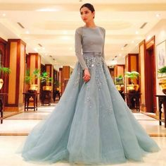 Mahira Khan at the LUX Style Awards 2015 in a gorgeous 'Georges Hobeika' ice-blue gown Flowy Gown, Maxi Gowns, Indian Wedding Outfits, Pakistani Outfits, Wedding Dress, Mahira Khan Dresses, Pretty Dresses, Beautiful Dresses, Blue Gown