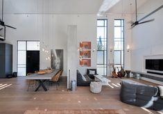 La logica da seguire per arredare un loft (o un open space, più in generale) si stacca dall'arredamento classico, dove ogni ambiente ha i propri limiti, stabiliti da quattro pareti. L'ampia metratura, i soffitti alti, le grandi...