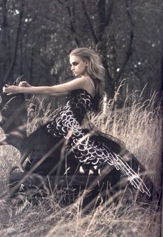 Magazine: Vogue Paris  Issue: October 2006  Title: Un Conte D'Hiver  Photographer: Mark Segal  Model: Marcelina Sowa & Suzanne Diaz