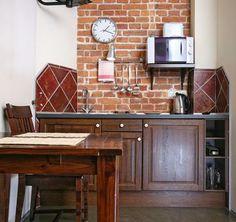 Ettroms leilighet 17  Studio leilighet: dobbeltseng  (kan deles i to separate senger), kjøkkenkrok, spisebord, mikrobølgeovn, kjøleskap. Bad: dusj, hårføner. Tilleggsinnredning: trådløst internett, satellitt-TV, strykejern.  Apartamentet er fullt møblert, har bad og kjøkkenkrok.  #leilighet, #leiligheter, #overnatting, #hotell, #Krakow
