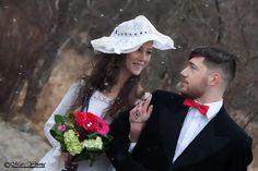 PHOTOSHOOT Wedding dress Concept et photographie :Marc Young Www.marcyoungphoto.com 514-910-8800 Make up artist : Roxane Bergeron Modèle : Raza Khan Modèle : Paule Fleuriste: Dames D'Alcantara Copyright (c) marc young
