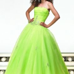 She told me she can't wait for Prom. She wants to wear a lime green dress. (tears roll down) My goodness, she will be beautiful. Green Gown Dress, Lime Green Prom Dresses, Green Wedding Dresses, Dress Wedding, Green Weddings, Grad Dresses, Wedding Pins, Dress Prom, Formal Dress