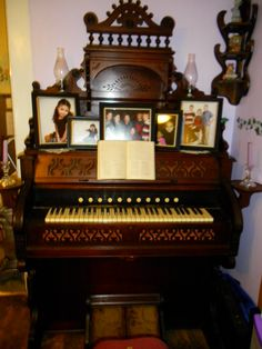 1889 Estey pump organ