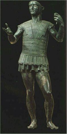 - Estatua de bronce de un guerrero etrusco . C. 400 a.C. /tcc/