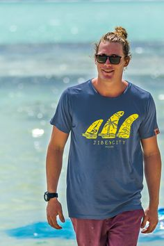 Shirt Cai takes you to a beautiful beach area hidden in the eastern part of Bonaire's mangroves. The colour blue is aspirant by the deep blue of the ocean, This makes Cai a perfect spot for diving.  Ezri is a Rocking islandboy and instructor at Jibe, he loves to ride the waves.  Designed by Willem Cattersel exclusively for Jibe City and Hole.  This shirt is made of 100% light cotton, single jersey 160 gr and garment washed. Sunny Beach, Cotton Lights, Deep Blue, Beautiful Beaches, Fashion Brand, Diving, Beachwear, How To Make, How To Wear