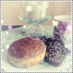 Tłusty Czwartek.  Chwila przerwy na  zasłużonego  pączka oraz ciastka DIY ( przepis w komentarzu )  Break at work :)  Polish doughnut  and cookies  chocolate.