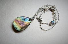 Labradorite bleue, spectrolite, pendentif goutte, multicolore, chaîne marine en argent sterling, pierre naturelle de protection de la boutique Bijoubicou sur Etsy