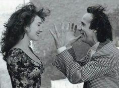 Roberto Benigni e Nicoletta Braschi ❤ Ridi sempre, ridi, fatti credere pazzo, ma mai triste. Ridi anche se ti sta crollando il mondo addosso, continua a sorridere. Ci son persone che vivono per il tuo sorriso e altre che rosicheranno quando capiranno di non essere riuscite a spegnerlo. Roberto Benigni