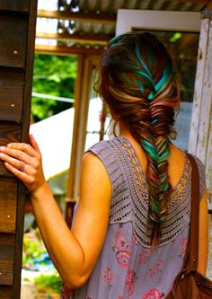 Hair Chalk - Awesome Teal Fish Tail Braid - this is awesome, it looks. Is it weird that I'd want this as my wedding hairstyle? My Hairstyle, Pretty Hairstyles, Braided Hairstyles, Hairstyles Haircuts, Summer Hairstyles, Teenage Hairstyles, Fishtail Braids, Braid Hair, Fishbone Braid