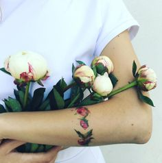 These flower tattoos by brilliant artist Pis Saro will make you want to cover…