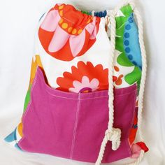 kytkovaný+TYDLIBAŤŮŽEK+s+kapsou+-+velikost+cca+40+x+45+cm+-+bavlněná+látka+-+stahování+bavlněným+provazem+-+dvojitá+kapsa+na+přední+straně