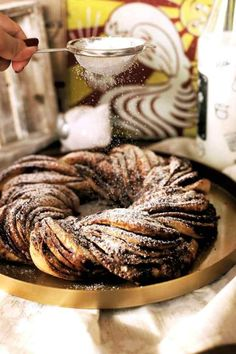 Bámulatos fahéjas koszorú   Street Kitchen Christmas Sweets, Recipes From Heaven, No Bake Cake, Sweet Recipes, Bakery, Dessert Recipes, Food And Drink, Cooking Recipes, Favorite Recipes