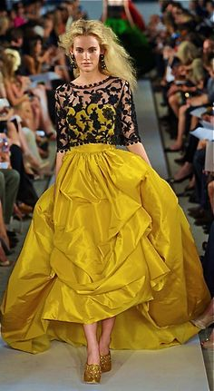 Oscar de la Renta gown. If I was in HS and going to the prom again, I would choose this design....j/k about HS I don't want to go through that again. ;-)
