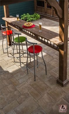 outdoor kitchen idean with Outdoor bar. outdoor kitchen idean with Outdoor bar. this is sweeeeeet lookn'! Deck Bar, Kitchen Bar, Outdoor Living, Concrete Bar, Backyard Bar, Pergola Designs, Outdoor Kitchen, Outdoor Kitchen Countertops, Kitchen Stools