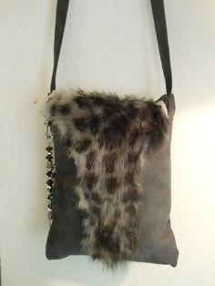 Leuk tasje met imitatie bont. JANET handgemaakte tassen op FB.
