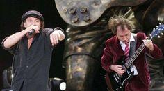 Le chanteur Brian Johnson et le guitariste Malcolm Young, membres du groupe AC/DC. - Rue des Archives