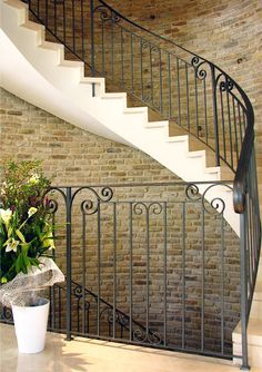 This is a simpler version, I like it, too. Staircase Railing Design, Metal Stair Railing, Balcony Railing, Wood Barn Door, Glass Barn Doors, Wrought Iron Banister, Grill Gate Design, Beautiful Stairs, Eclectic Design