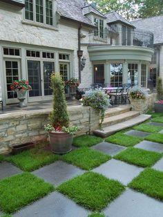 Kunstrasen Pflastersteine Gartenweg Haus Eingang Treppe