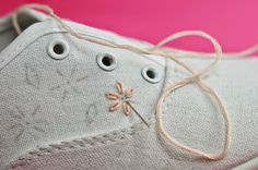 DIY Embroidered Canvas Shoes | Motte's Blog Embroidery On Clothes, Embroidered Clothes, Hand Embroidery Patterns, Diy Embroidery, Diy Embroidered Sneakers, Diy Galaxy Shoes, Painted Canvas Shoes, Decorated Shoes, Shoe Art